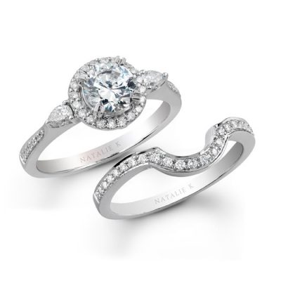 3stoneset 400x400 - 14K WHITE GOLD THREE STONE CLASSIC DIAMOND BRIDAL RING SET NK16964WE-W