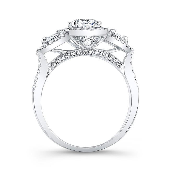 18k White Gold Halo Diamond Engagement Ring With Pear